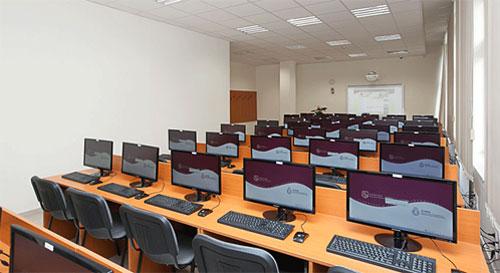A munkavédelmi előadó képzés modern számítógépei
